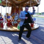 A apărut videoclipul la melodia Romanian Style. Vezi cum este parodiat Psy