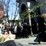 Florii, tradiţii şi obiceiuri: Ce trebuie să facă fetele nemăritate în această zi