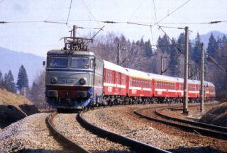CFR Călători suplimentează numărul de trenuri pentru perioada minivacanţei de 1 Mai şi Paşti