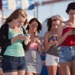 """""""Homo Smartphonicus"""" îşi începe ziua pe telefon şi continuă la fel"""