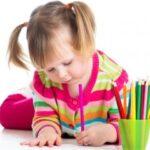 Cum să-i pregătim pe copiii stângaci pentru prima zi de școală?