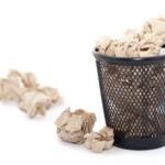 Un funcţionar obişnuit aruncă la gunoi 55 – 70 de kilograme de hârtie pe an.