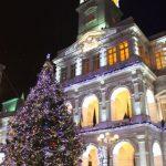Au fost aprinse beculețele în bradul de Crăciun din centrul Aradului