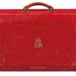 Valiza fostului premier britanic Margaret Thatcher a fost vândută cu peste 330.000 euro.