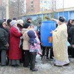 Mii de arădeni au fost la biserici pentru a lua apă sfințită