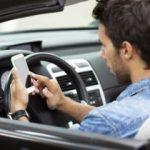 Studiu AT&T: 7 din 10 şoferi folosesc telefonul în timp ce conduc