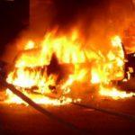 Mașină în flăcări, în parcare la Atrium Mall