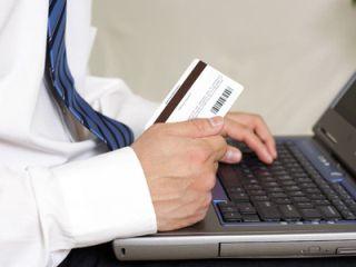 Băncile le recomandă clienţilor să fie atenţi cu plăţile online