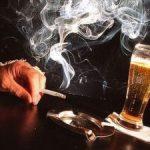 Românii cheltuie 7% din bani pe băutură şi ţigări