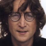 O şuviţă din părul lui John Lennon a fost vândută la licitaţie cu 35.000 de dolari.