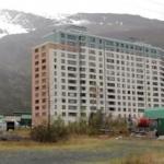 Într-un oraș din Alaska toți locuitorii stau în aceeași casă.