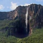 Cea mai înaltă cascadă din lume este Cascada Angel.