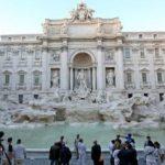 În apa din Fontana di Trevi se strâng, anual, 700.000 de euro din monedele aruncate de turiști.