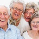 INS: Femeile trăiesc cu aproape şapte ani mai mult decât bărbaţii