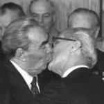 Sărutul care a şocat mapamondul. Eroii, doi preşedinţi de stat