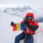 Torok Zsolt a dus steagul României pe vârful Ama Dablam