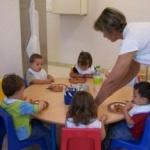 Copiii sub 3 ani vor beneficia de tichete sociale dacă merg la grădiniţă sau creşă
