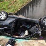 Maşină răsturnată într-un şant de lângă DN 79