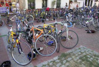 Lege promulgată. Clădirile de utilitate publică, pieţele, autogările să aibă structuri pentru parcarea bicicletelor