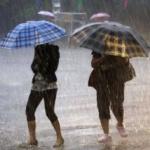Furtună în Arad: Imobile inundate, copaci căzuţi şi cartiere fără curent