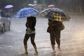 Informare meteo: Instabilitate atmosferică şi intensificări ale vântului, în vestul țării