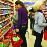 Hipermarketurile, obligate să comercializeze 51% produse româneşti