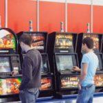 VEZI câți bani investesc românii în jocuri de noroc!