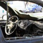 Bărbat găsit carbonizat într-o maşină cuprinsă de un incendiu