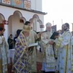 Mitropolitul Banatului, la târnosirea noii biserici din Sebiş