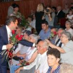 Flori și diplome pentru 50 de ani de căsătorie