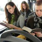 Cărți în tramvaiele și autobuzele din Arad
