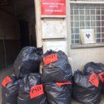 Liberalii au depozitat saci cu gunoaie la sediul PSD Arad