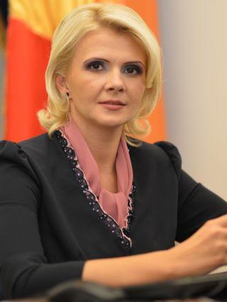 """Claudia Boghicevici: """"Propun susținerea învăţământului dual în județul Arad"""""""