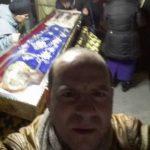 O lume nebună. Selfie cu moaştele Sfintei Parascheva