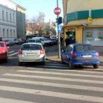 Fotografia zilei: Mașină parcată pe… trecerea de pietoni