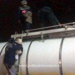 Migranți găsiți ascunşi într-o cisternă, la PTF Vărșand