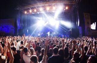 Concertele de muzică ușoară de la Ștrandul Neptun încheie Zilele Aradului