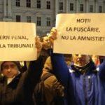 """UPDATE Arădenii protestează. """"Jos Guvernul"""", """"Jos corupţia"""", """"Jos mafia"""""""