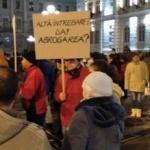 """UPDATE Arădenii continuă protestele. """"Abrogaţi şi demisionaţi!"""""""