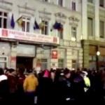 """Arădenii au ieșit să protesteze. """"PSD, ciuma roşie"""""""