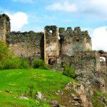 UPDATE Un turist s-a rănit după ce a căzut de pe un zid al Cetăţii Şoimoş