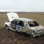Cadavru carbonizat, găsit într-o mașină