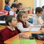 Ministrul Educaţiei anunţă că luni se redeschid şcolile