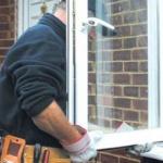 Lider pe piaṭa de profil, o companie din  Marea Britanie caută montatori uşi şi ferestre PVC