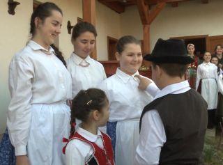 """Tinerii maghiari au mers """"cu stropitul"""""""