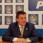 """Bogdan Boca: """"Elevii arădeni au nevoie de spații adecvate pentru activități sportive în aer liber"""""""