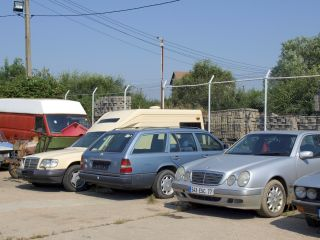 Începe ridicarea mașinilor parcate neregulamentar sau abandonate