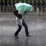 Informare meteo: Ploi torenţiale şi vânt puternic