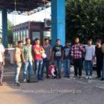 Unsprezece migranţi şi două călăuze, reținuți la Vărşand