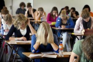 Evaluarea națională, în Arad. Două medii de 10, iar 68,13% dintre elevi au obţinut medii peste 5